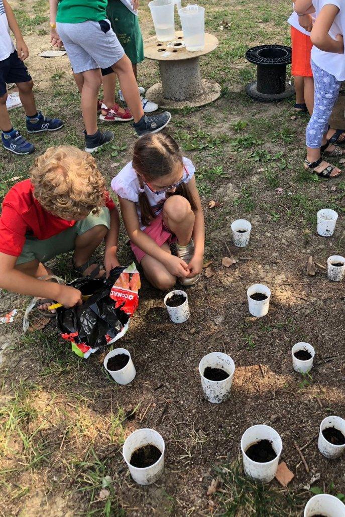 summer-camp-bambini-giardinaggio